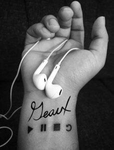 geaux on wrist tattoo earbuds